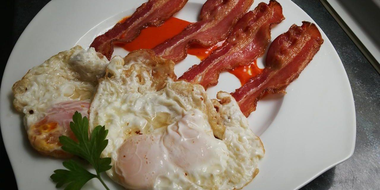 Huevos fritos a la ecuatoriana