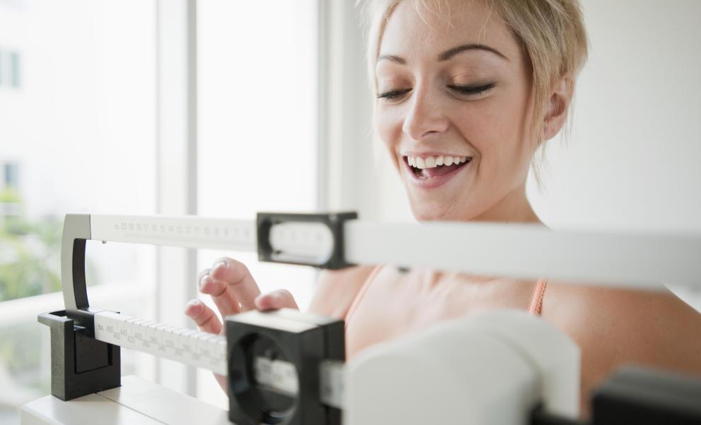 Imprescindible en tu lucha contra el sobrepeso: La báscula